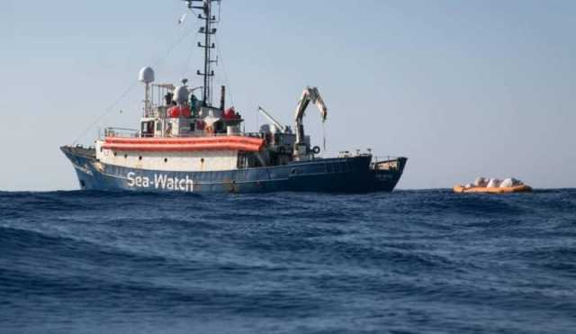 La Sea Watch cambia rotta, Salvini: