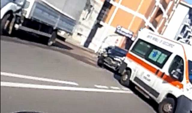 Cagliari, traffico limitato ma arriva l'incidente tra ambulanza e auto